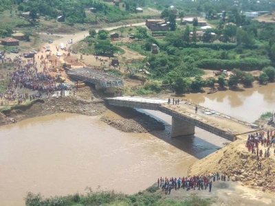 Bridge collapses after presidential inspection tour